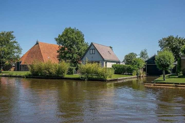 it Noard 73 Broek Huis aan open vaarwater Friesland